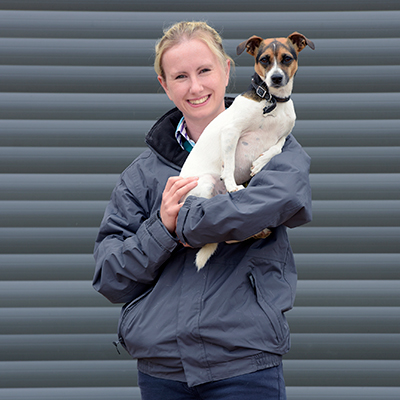 Knotts Yard Vets - Amy Warnes